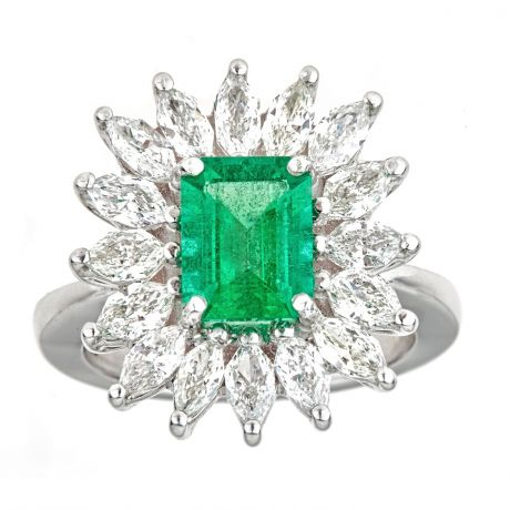 Ring with 1 95ct Emerald 1 96 ct Radiant Diamond and 9 70gr 18K Gold