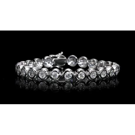 Beautiful Tennis Bracelet set with 5.34ct. White Diamonds, 23.70gr. 18K Gold