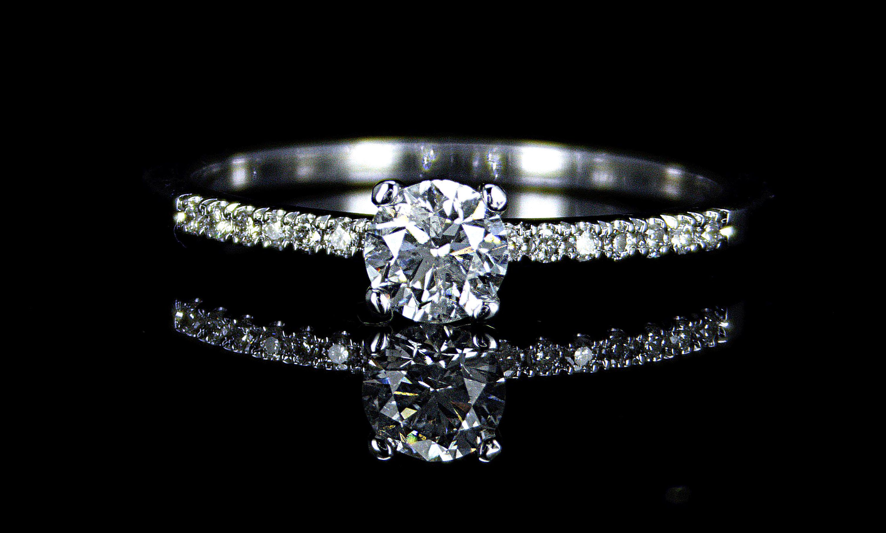 Engagement ring with 0.40ct diamonds, IGL Certified
