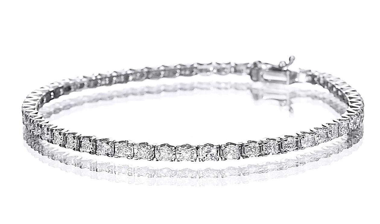 3.25 carat, Cartier Style Tennis Bracelet, 18K gold