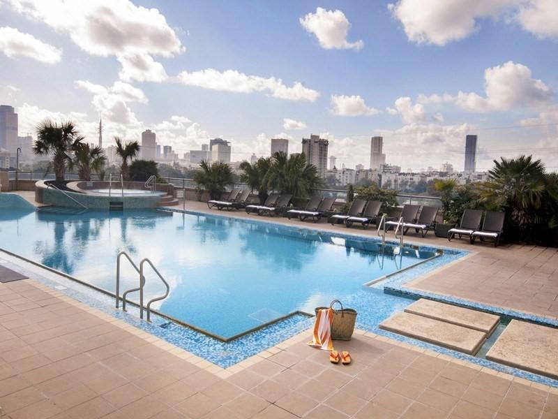 leonardo-city-tower-pool-1-.jpg